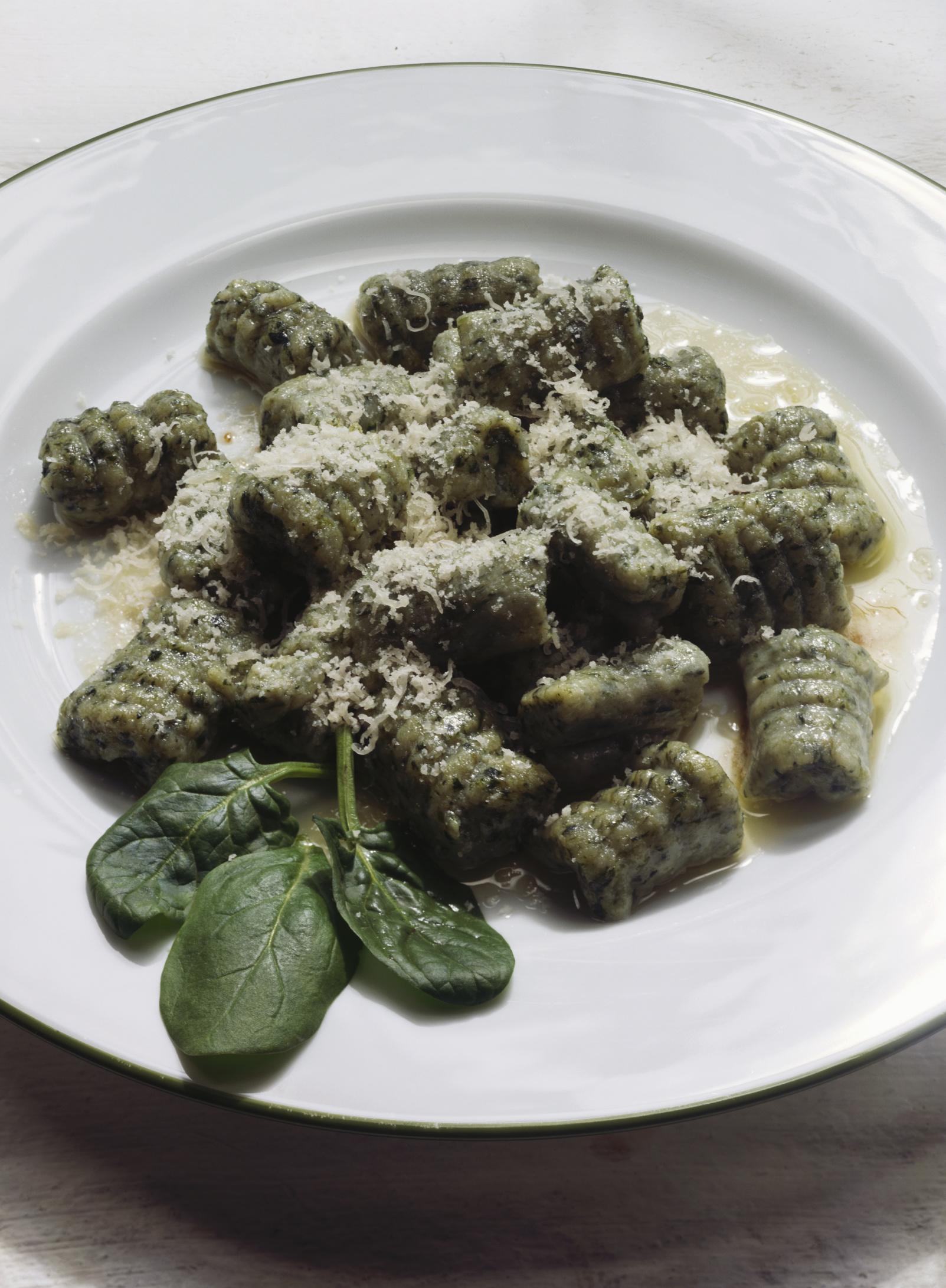 Ñoquis de espinacas con salsa de hierbas