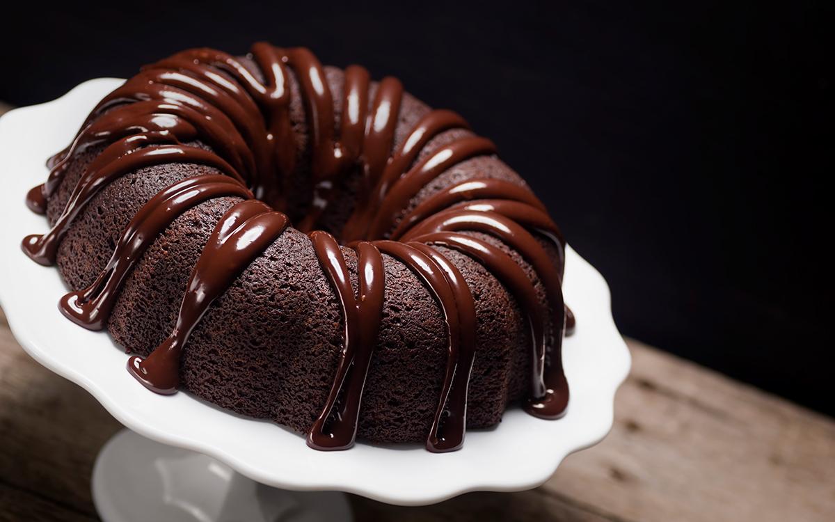 Bundt de chocolate con ganache de chocolate negro