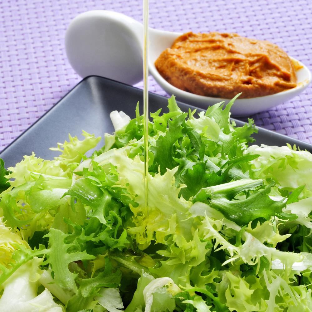 Ensalada de escarola con salsa romesco