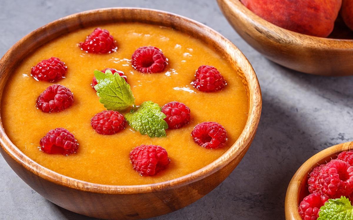 Gazpacho de melocotón con frambuesas