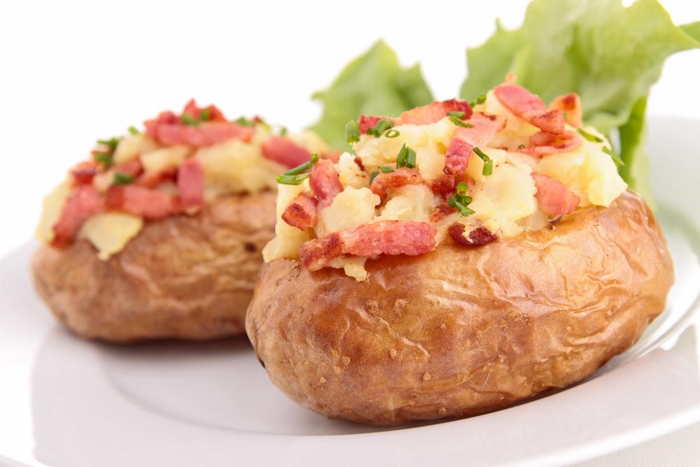 Patatas asadas con beicon y queso