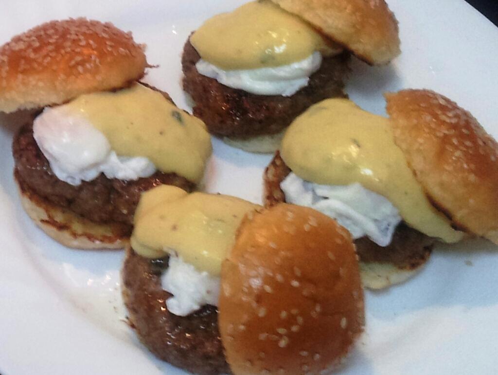 Mini Burguer con huevos de codorniz a la Benedictina