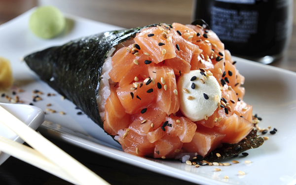 temaki sushi de salmon
