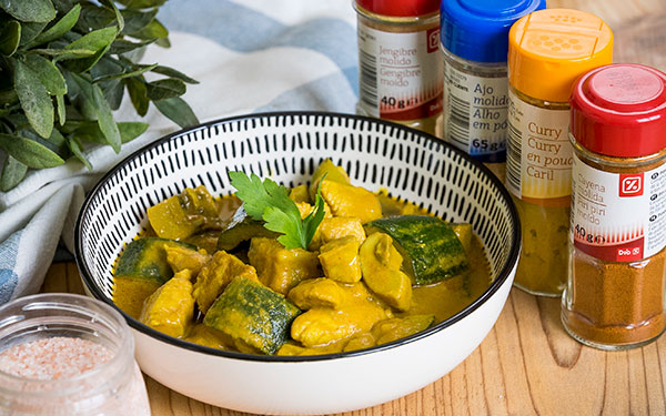 Pollo al curry con calabacín