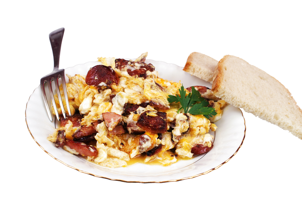 Huevos con jamón y chorizo