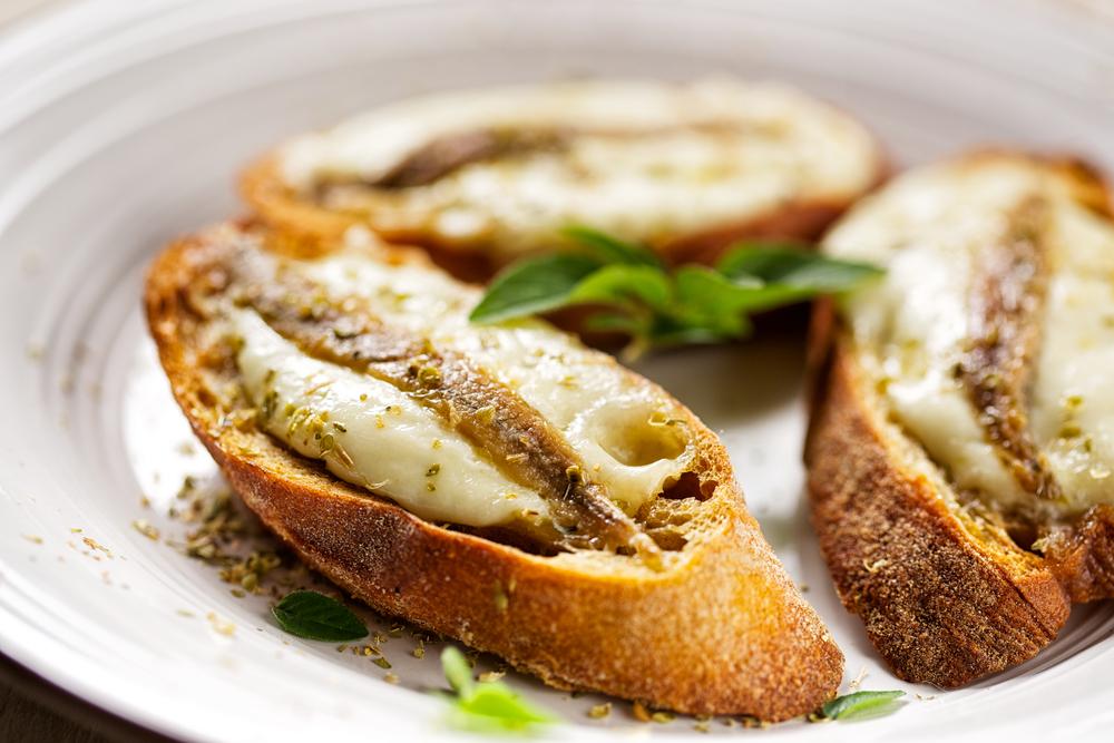 Bocaditos de queso y anchoa