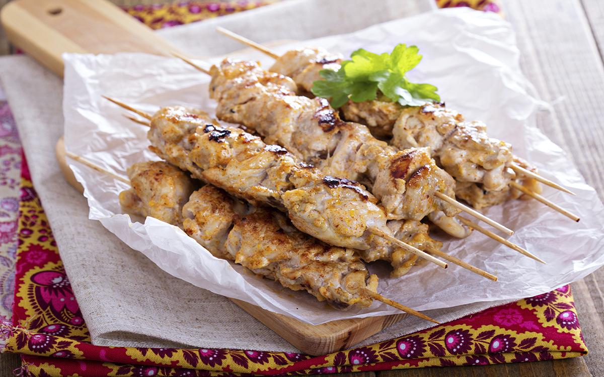 Shish Kebab de pollo con salsa de yogur