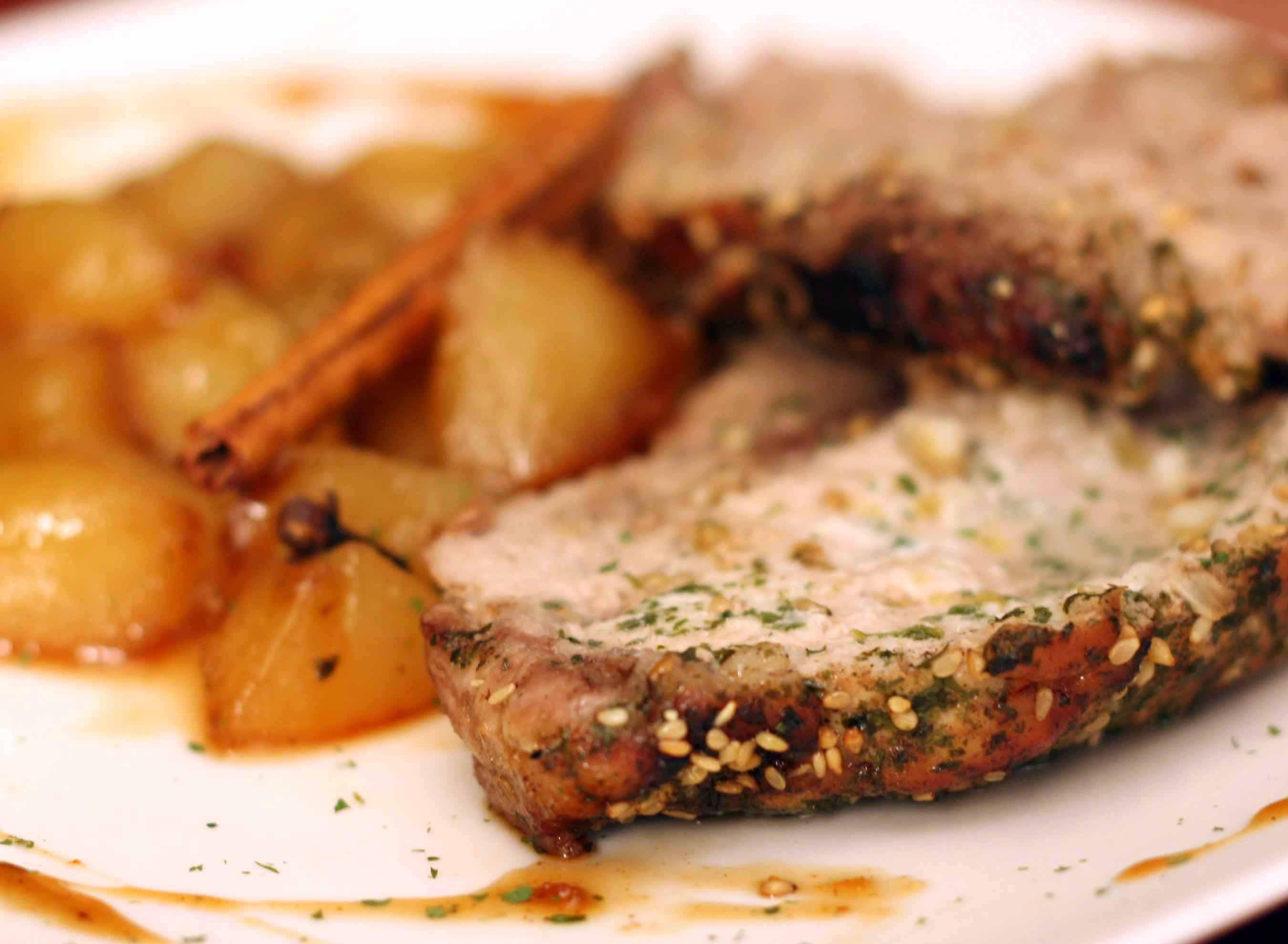 Lomo de cerdo asado con chutney de pera