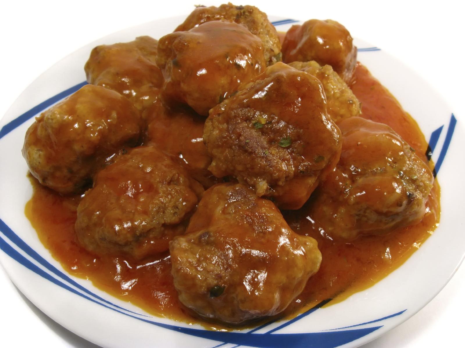 Albóndigas de carne con salsa de tomate casera