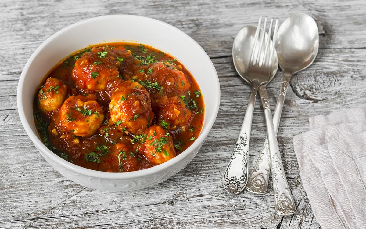 Albóndigas de pollo con tomate casero