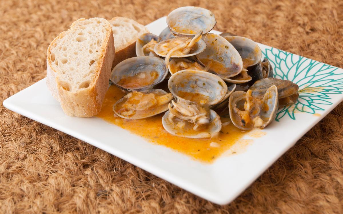 Almejas a la marinera estilo gallego