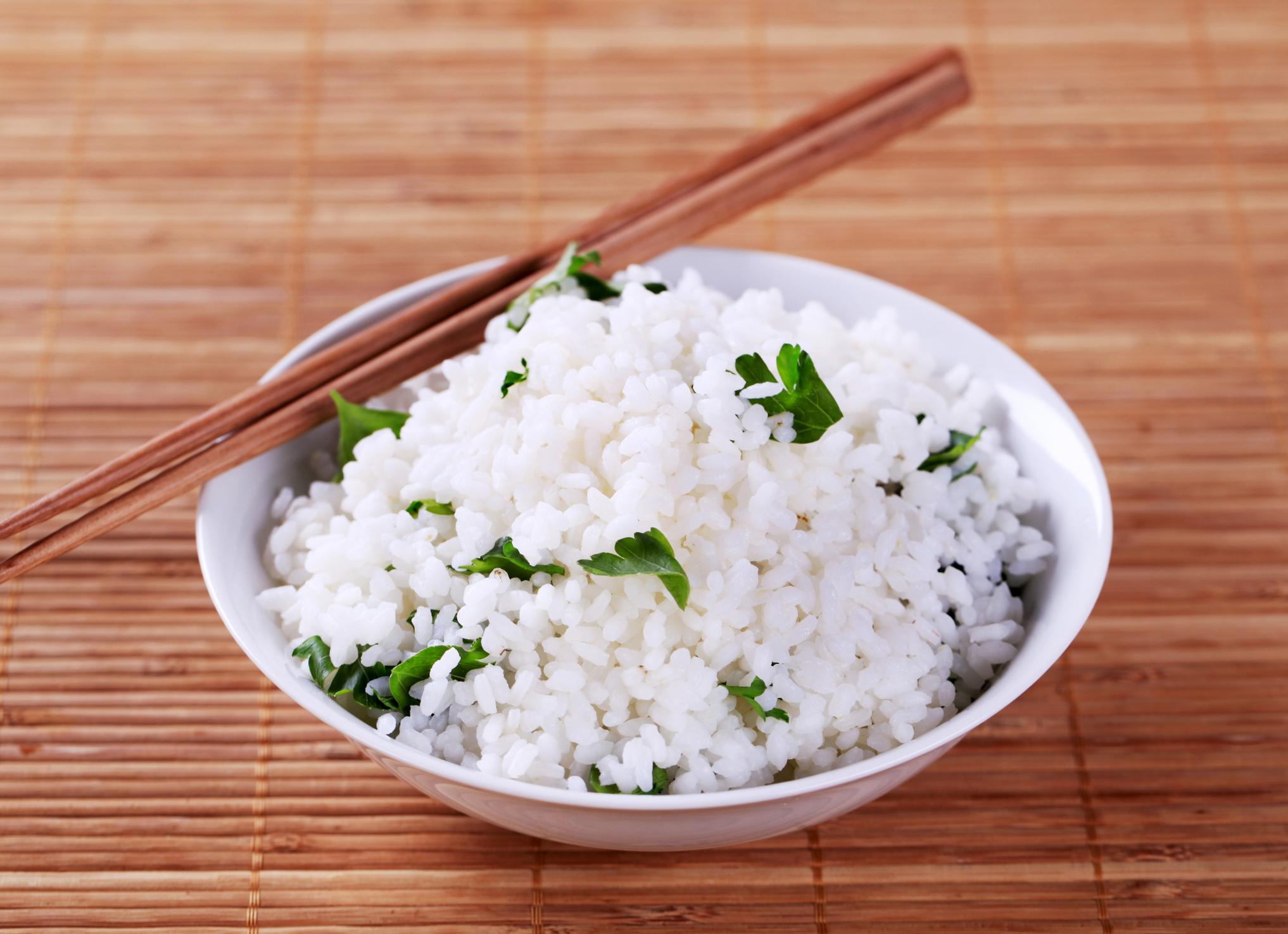 Arroz blanco con ajo y perejil
