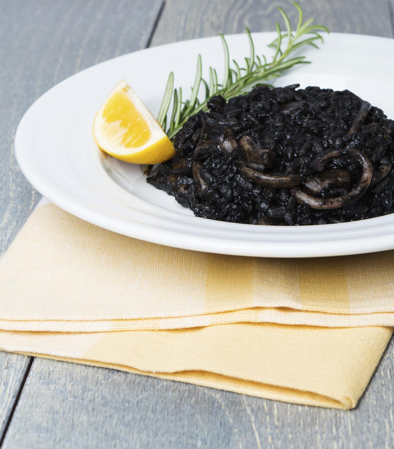 Arroz negro con calamares o chipirónes
