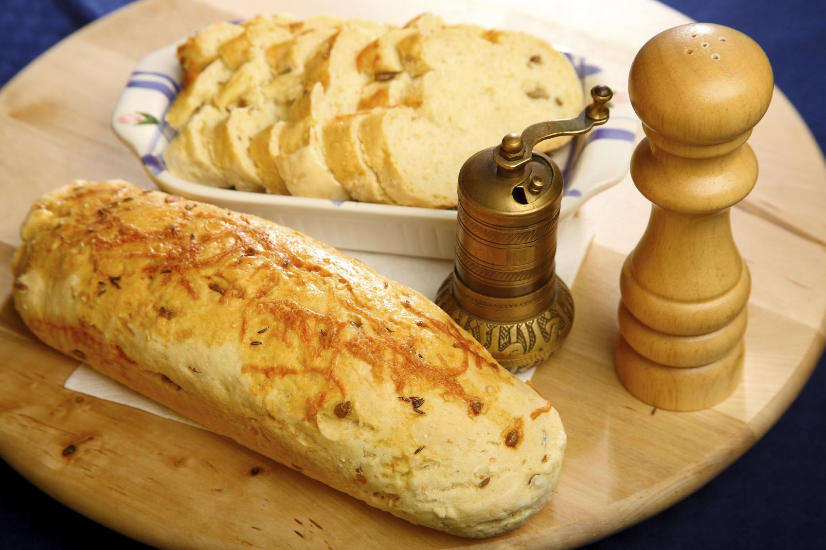 Barra de pan rellena al horno
