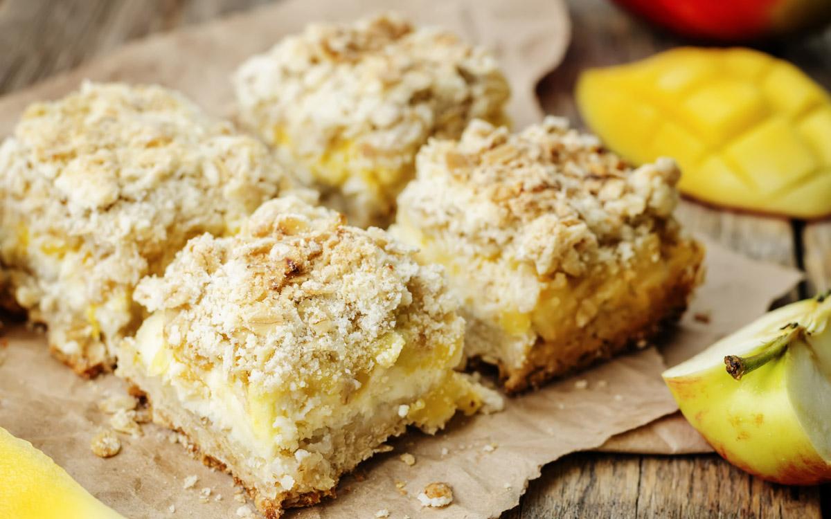 Barritas de avena con manzana, mango y queso cremoso