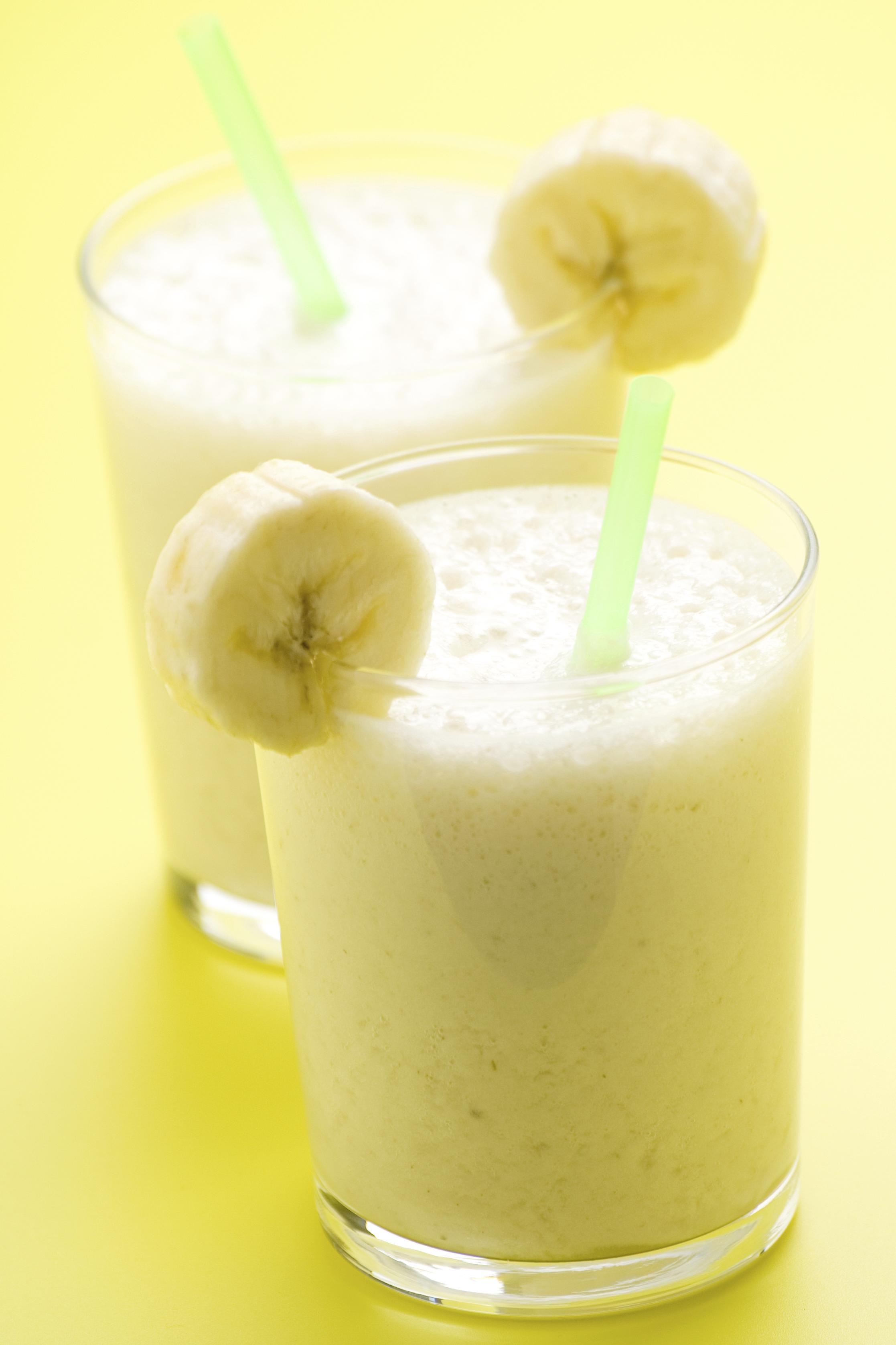 Batido de plátano y coco con chocolate blanco