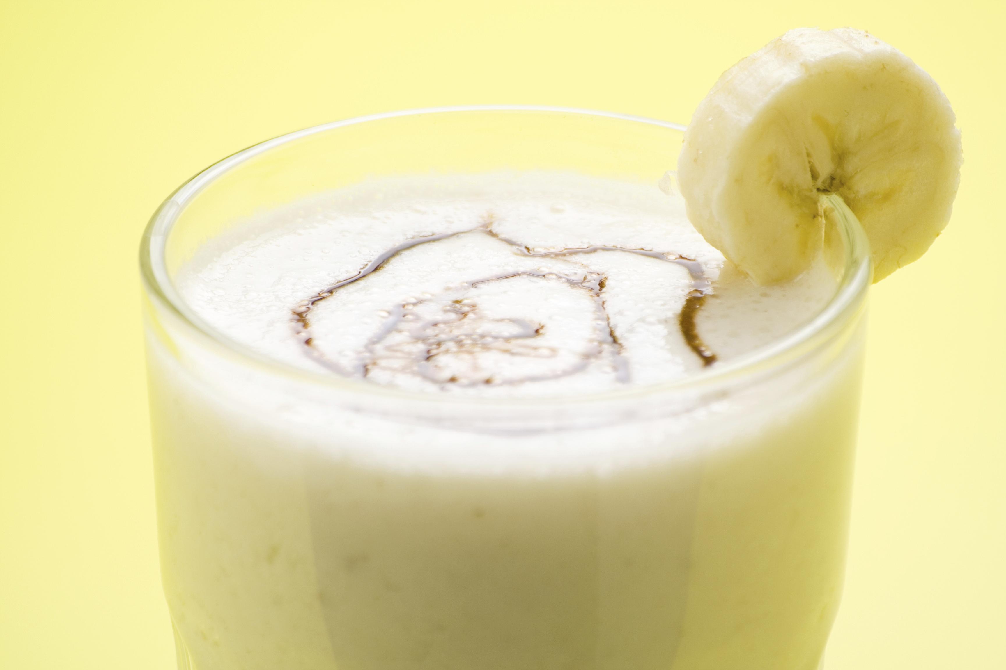 Batido de plátano y yogur con canela y miel