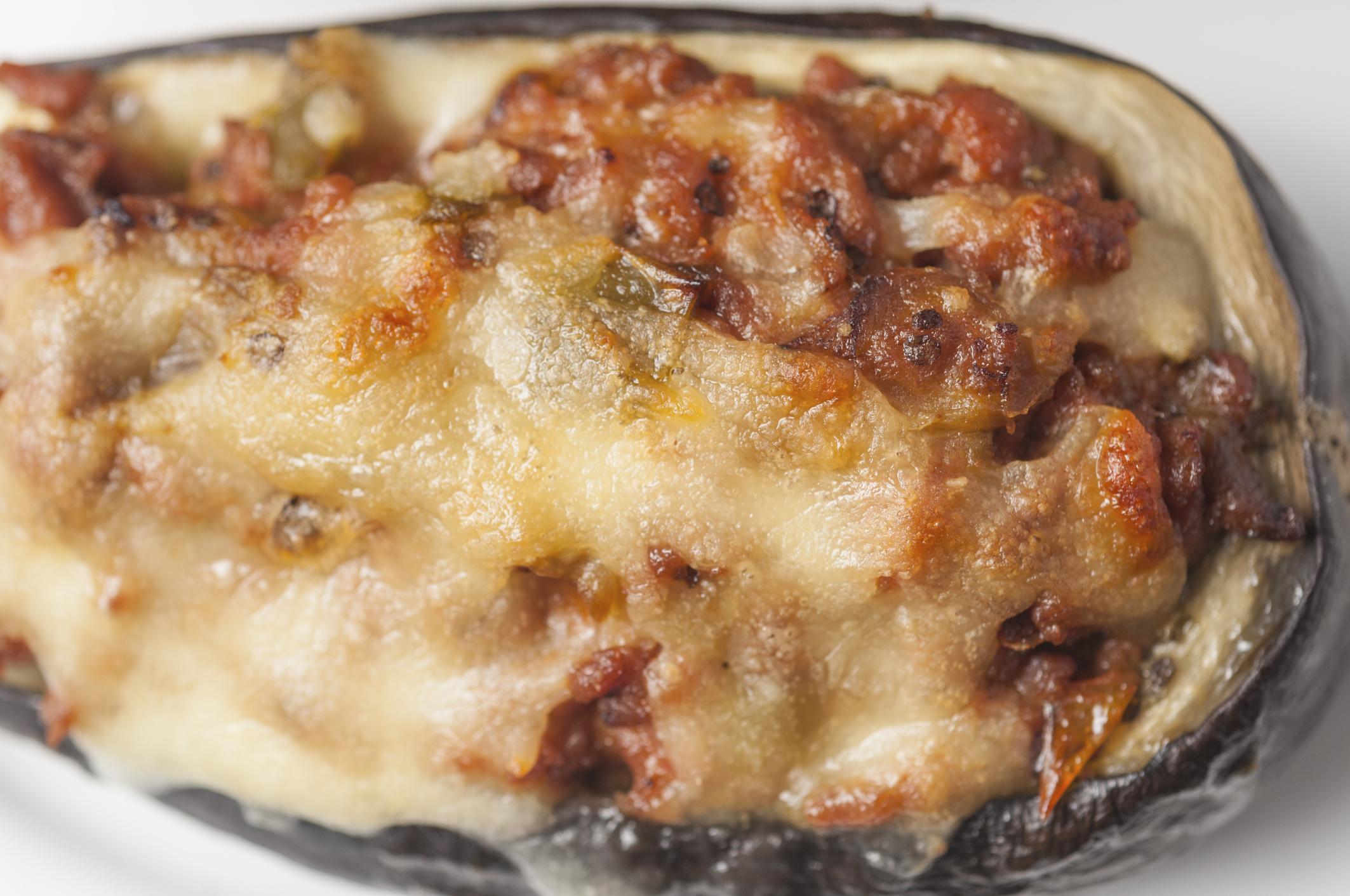 Berenjenas rellenas de carne y jamón al horno
