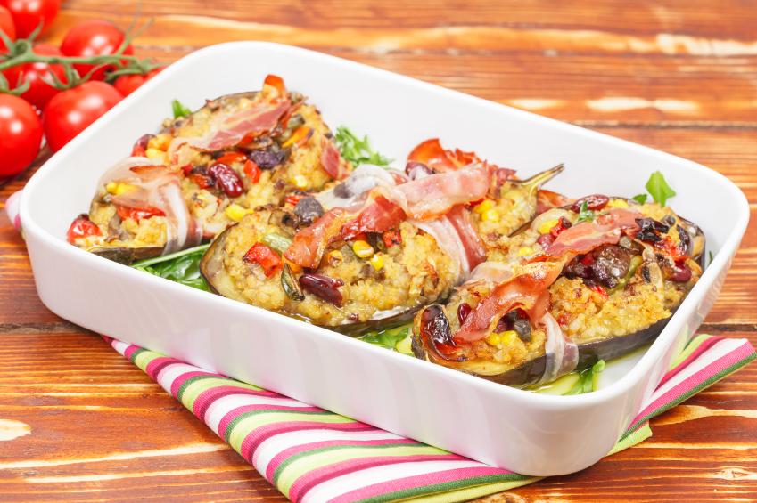 Berenjenas y calabacines rellenos de bacón y arroz