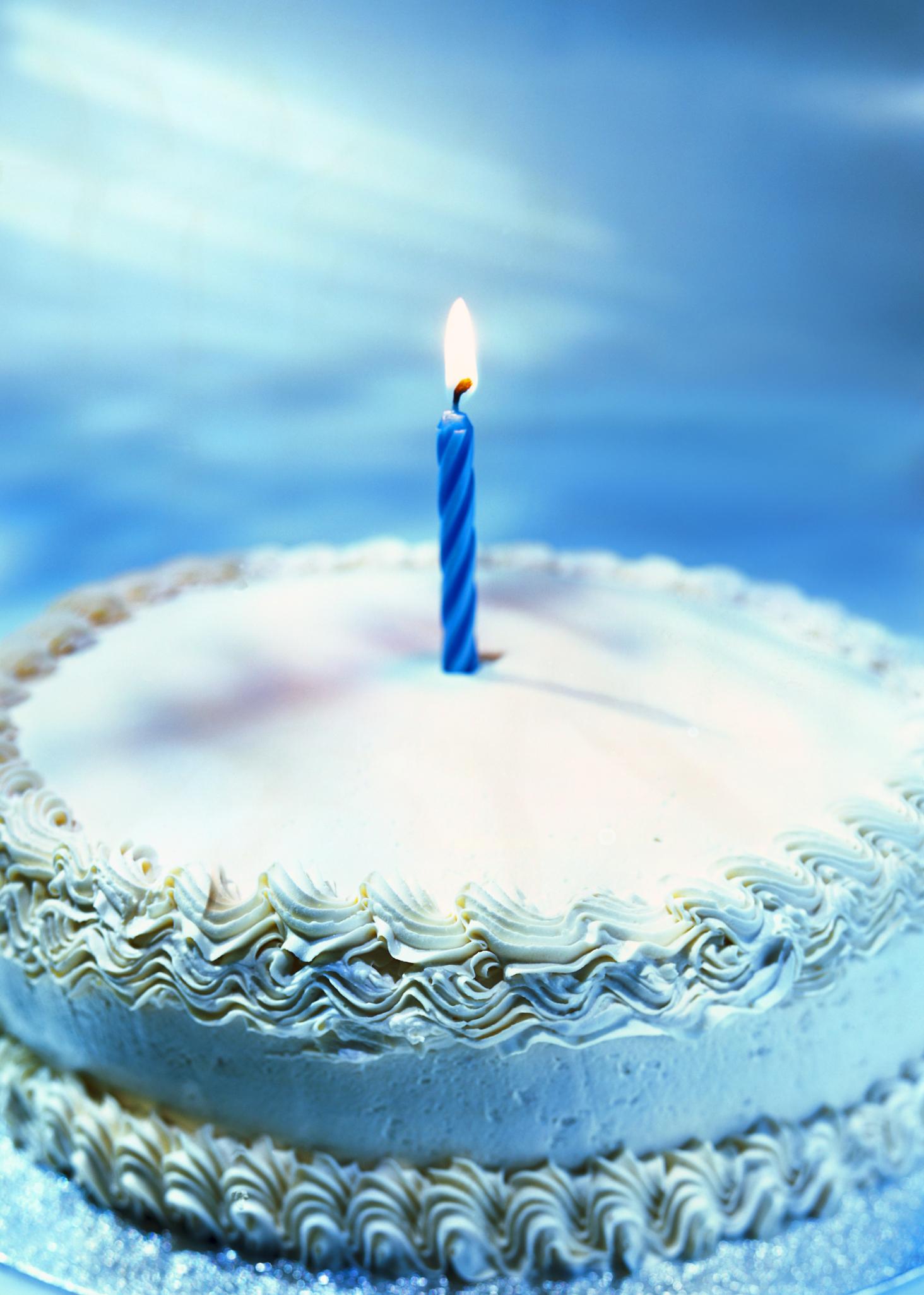 Bizcocho azul de cumpleaños