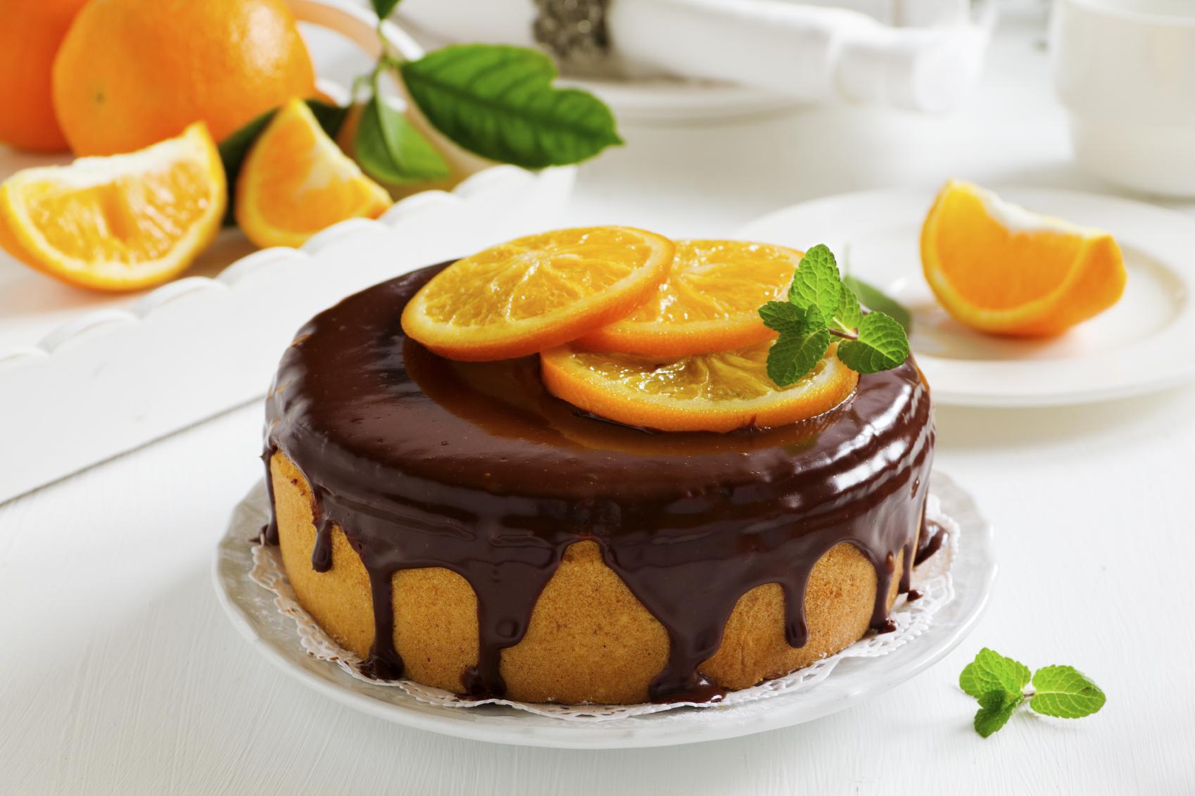 Bizcocho de chocolate con crema de naranja y trufa