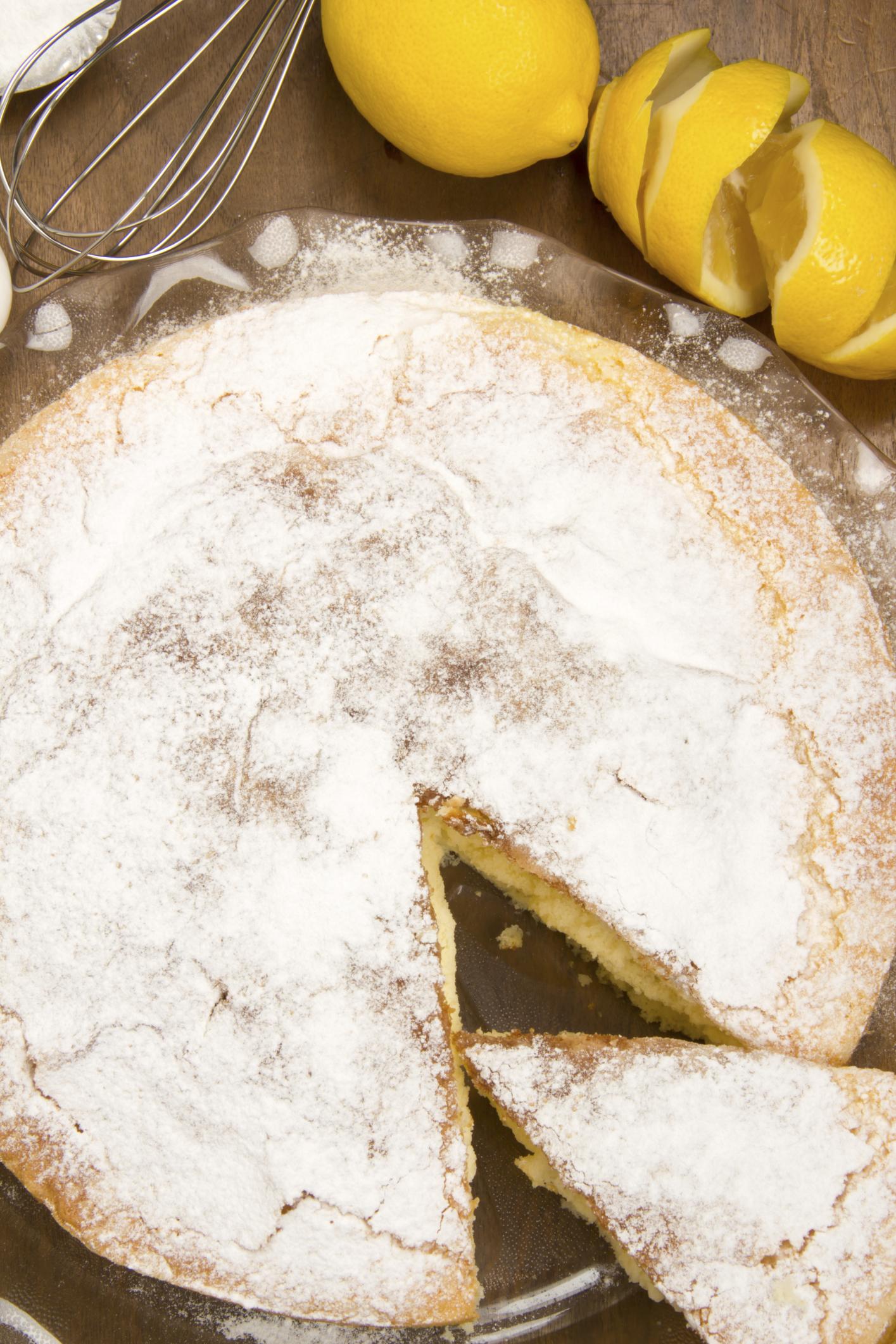 Bizcocho de limón con crema regia