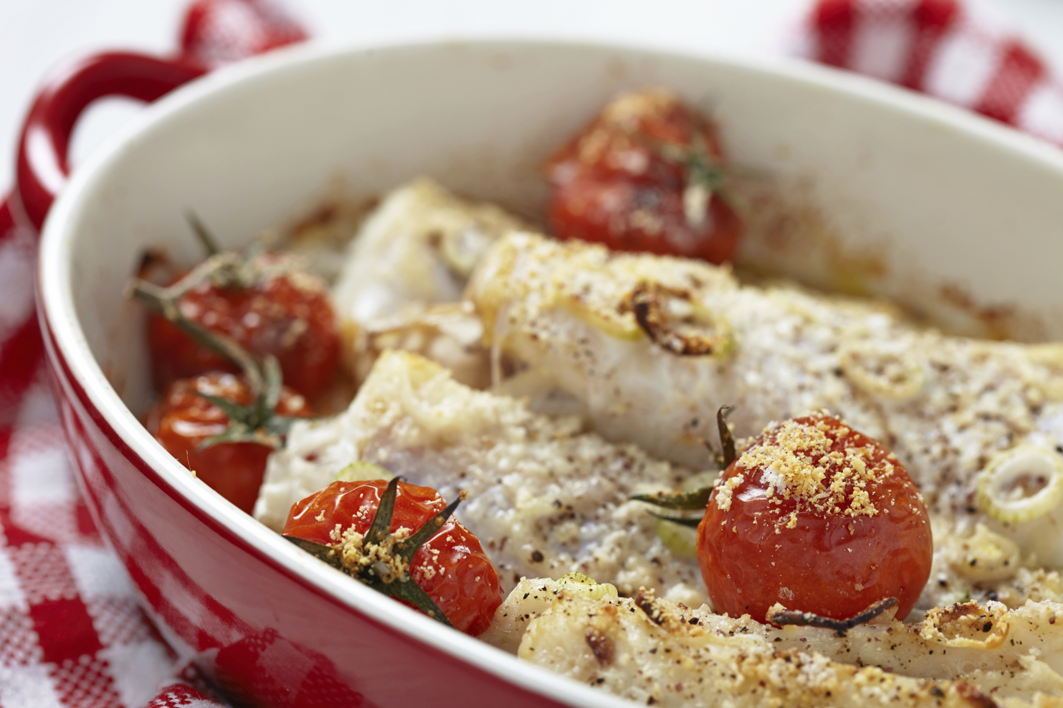 Merluza al horno con tomates