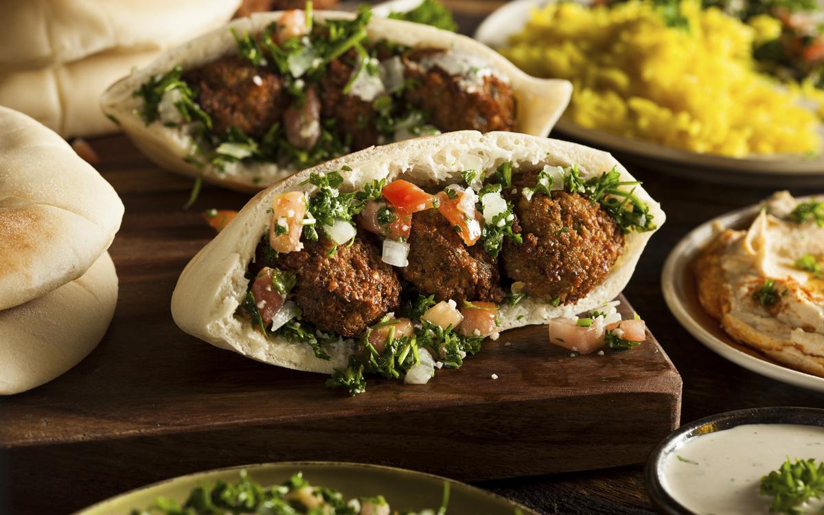 Bocata árabe de falafel