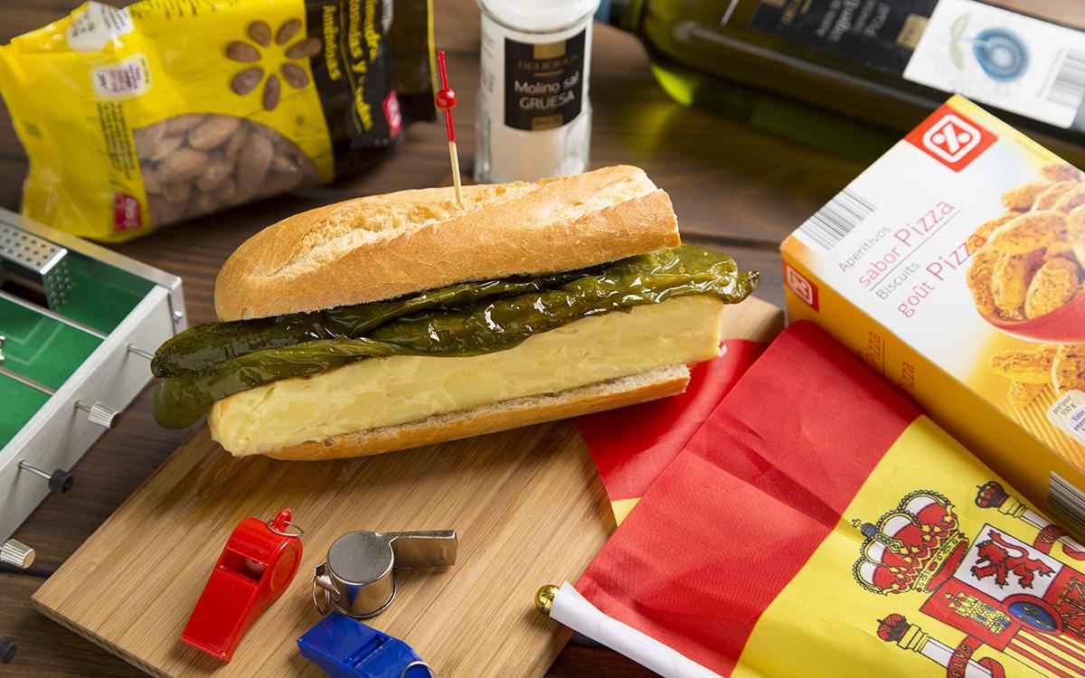 Bocadillo de tortilla con pimientos verdes fritos