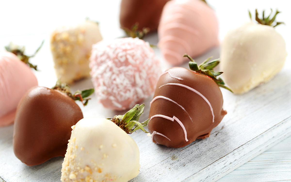 Bombones de fresa con chocolate