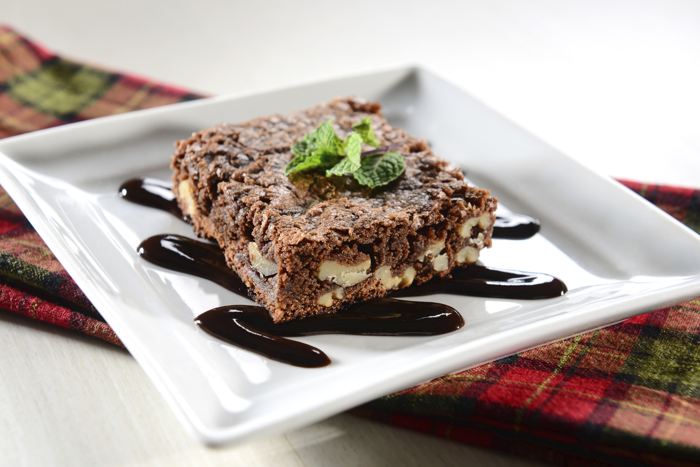 Brownie con nueces y chocolate blanco