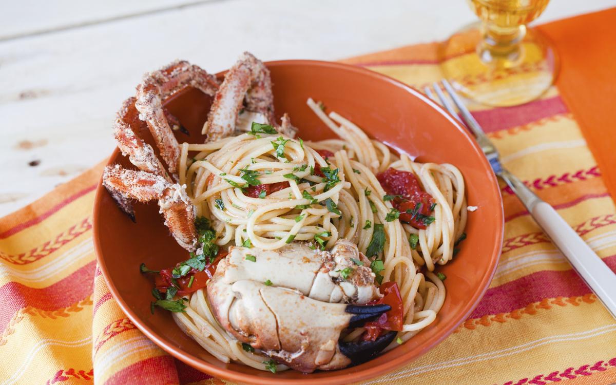 Buey de mar con espaguetis