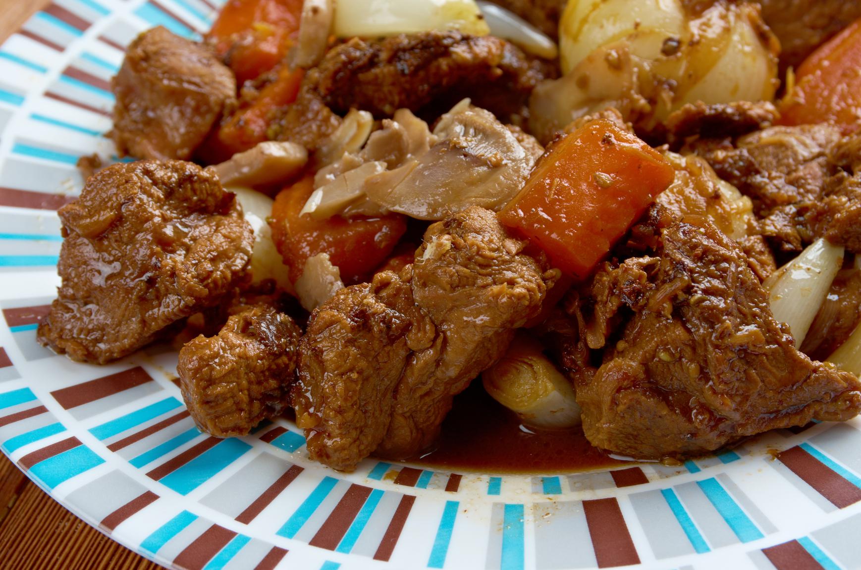 Como Cocinar Carne De Ciervo | Receta De Caldereta De Ciervo Demos La Vuelta Al Dia