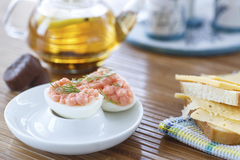 Canoas de huevo con atún