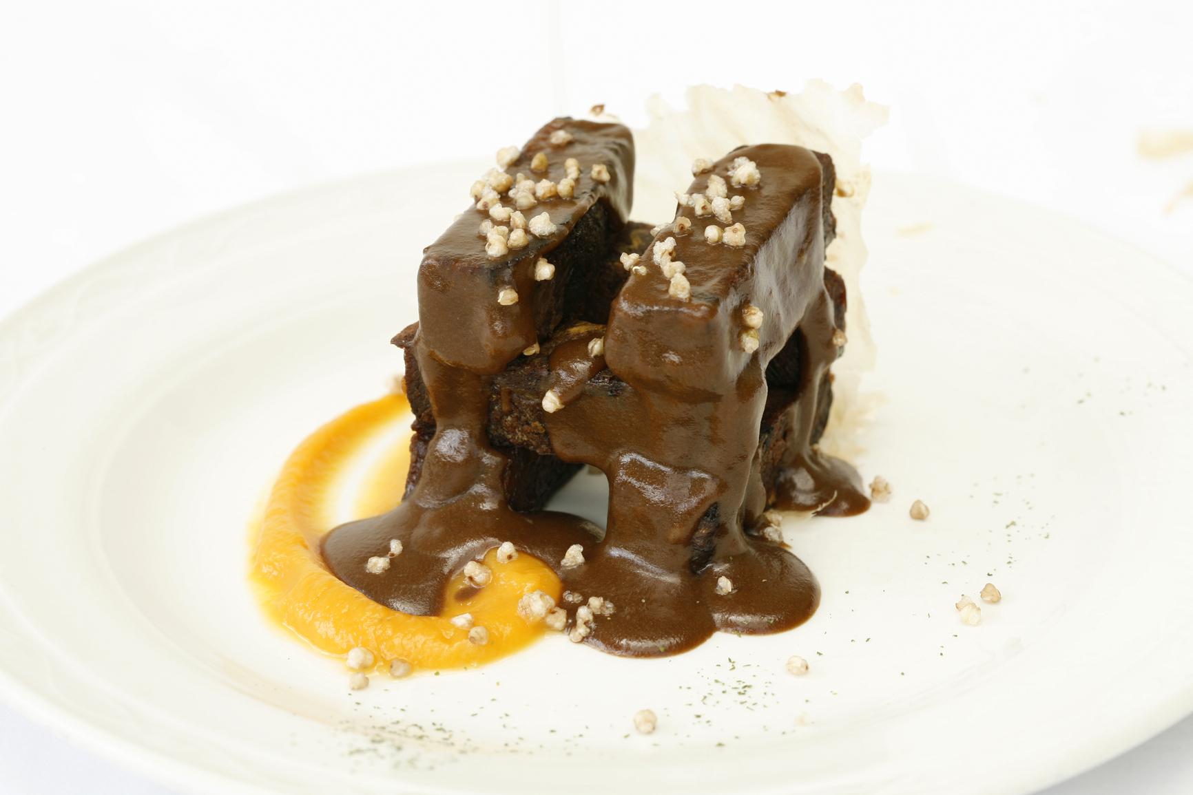 Carrilleras ibéricas en salsa de chocolate