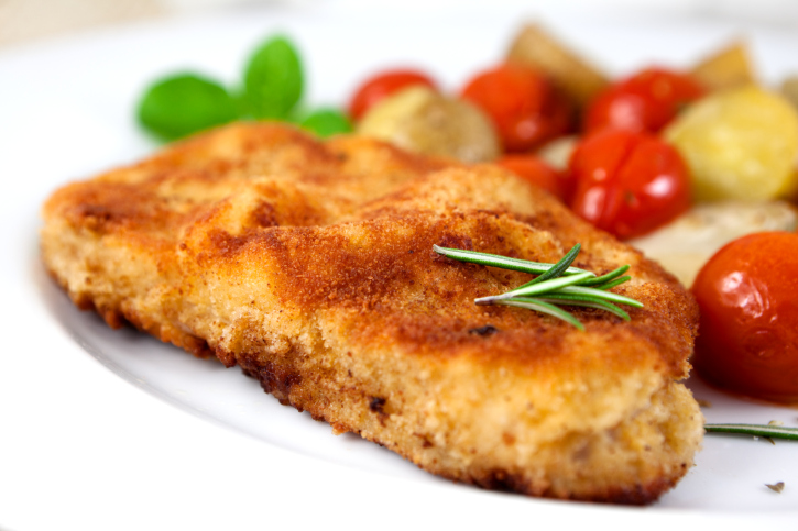 Cinta de lomo empanada rellena con tomates asados