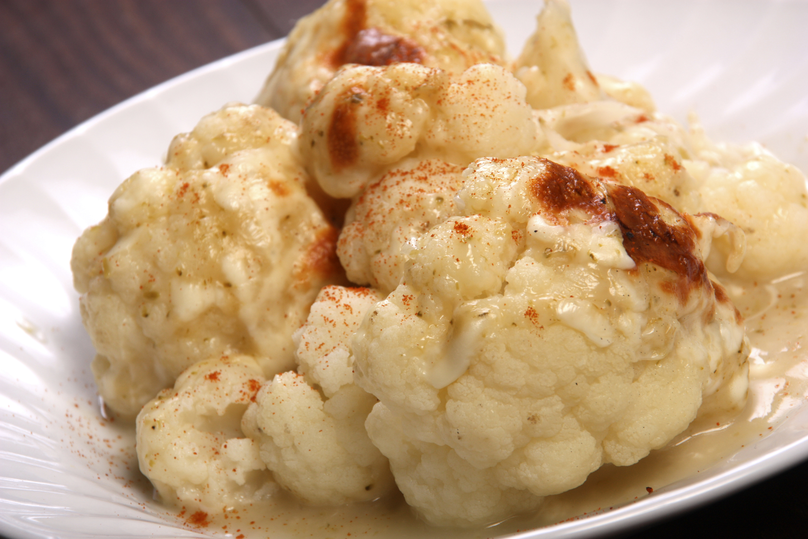 Coliflor con queso y pimentón