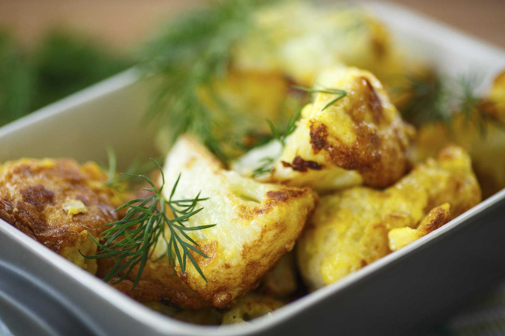Coliflor frita con ajos tiernos y sardinas