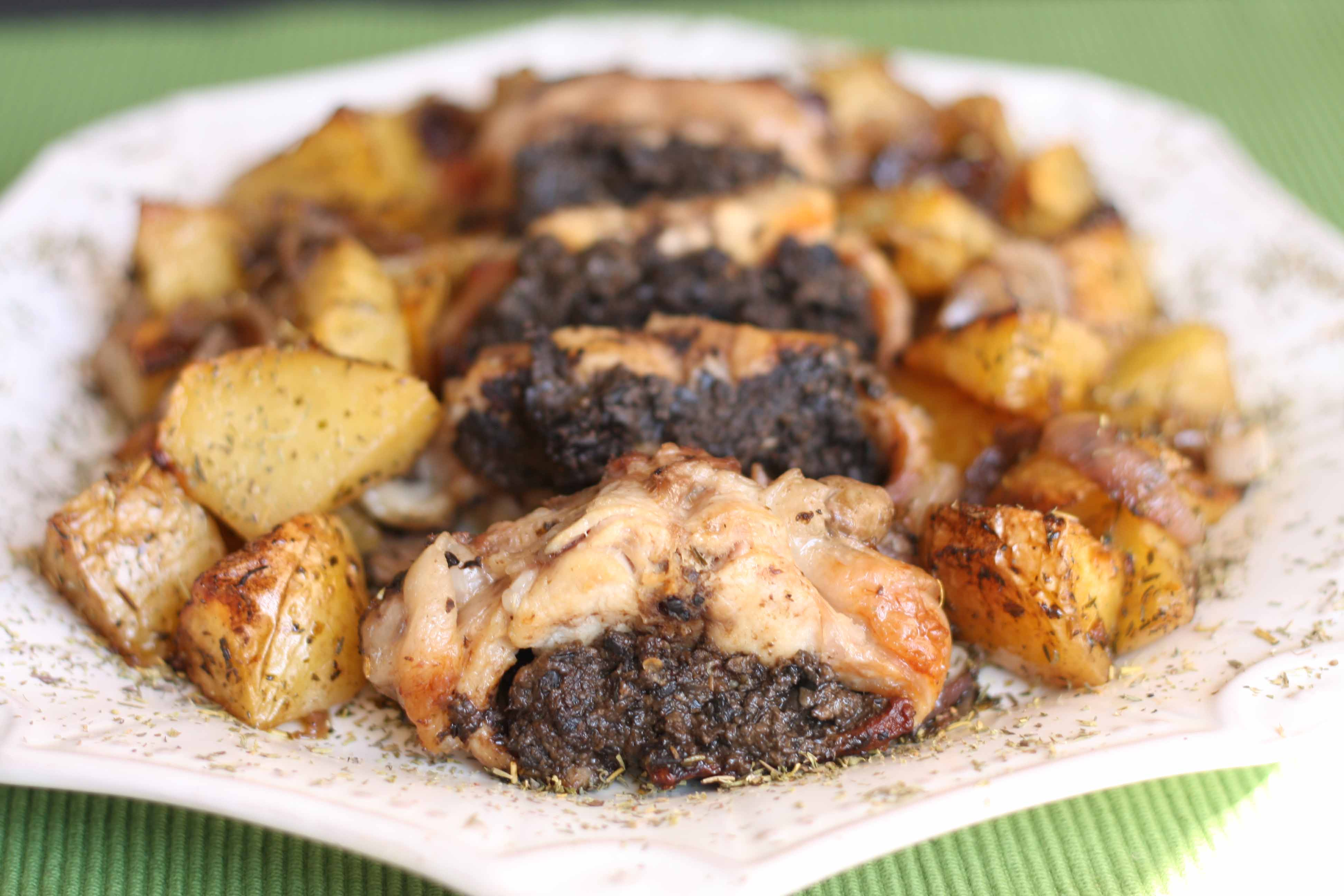 Conejo asado con tapenade y patatas a la provenzal