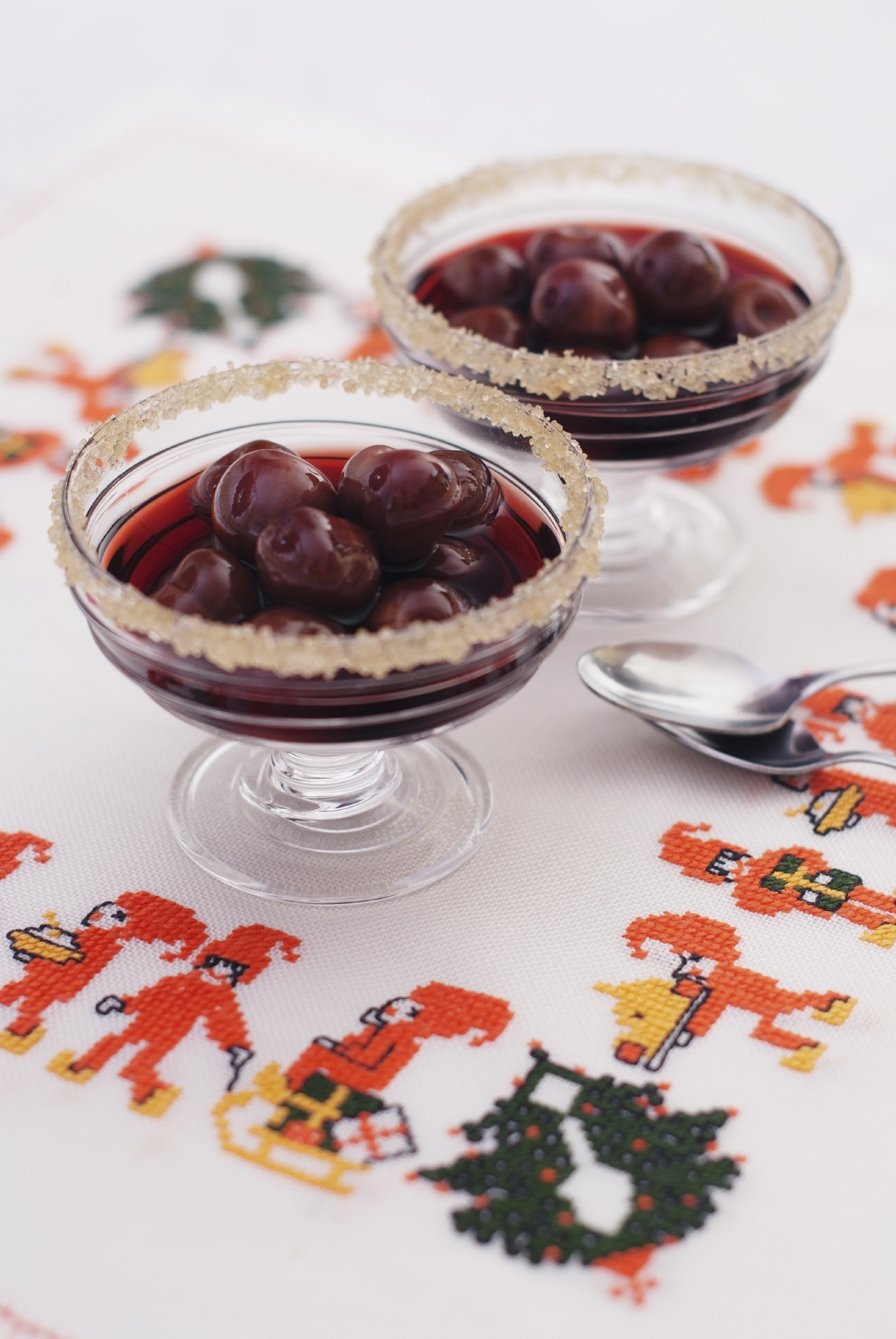 Corona de cerezas al vino tinto