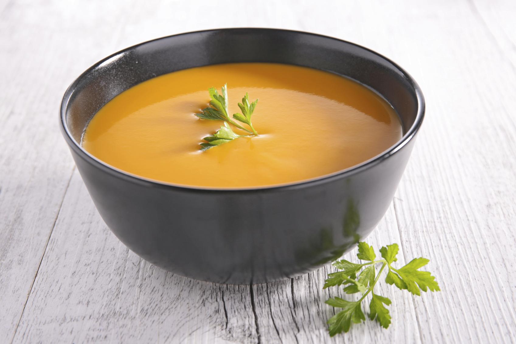 Crema de zanahoria y ajos fritos
