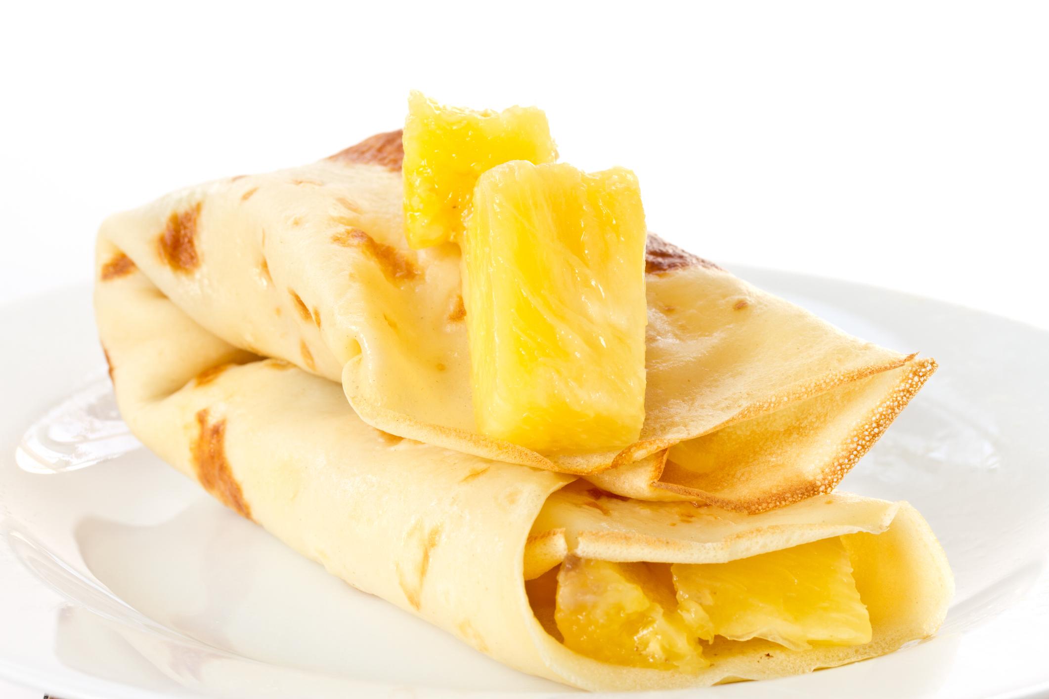 Crepes con piña y queso fresco