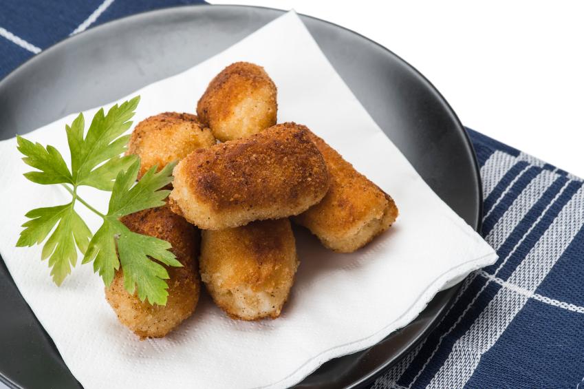 Croquetas de pollo, cebolla y harina de garbanzos