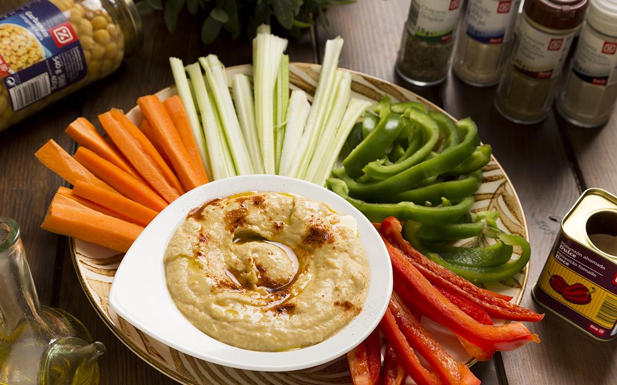 Crudités de verduras con crema de garbanzos