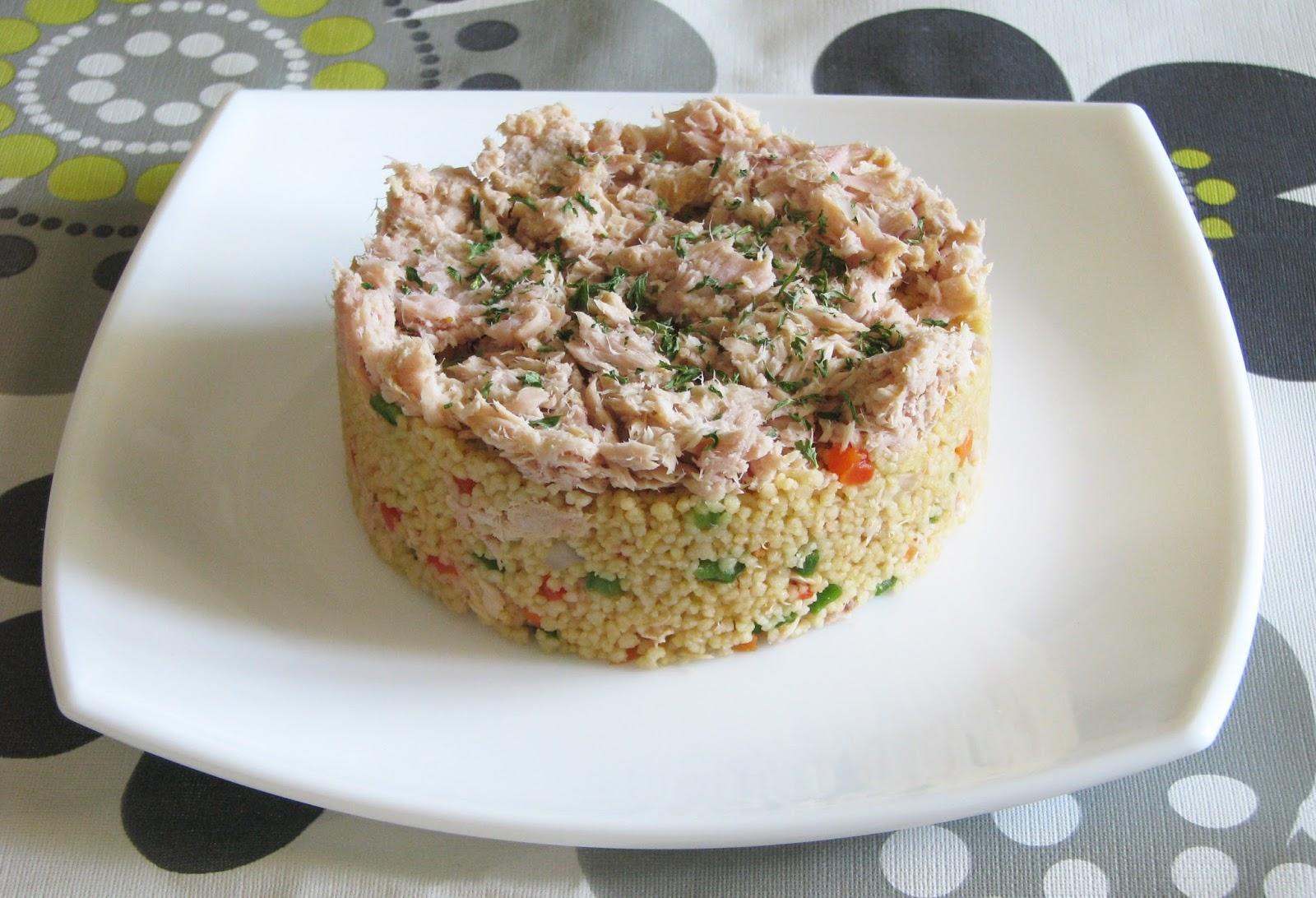 Taboulé de cuscús con verduras y atún