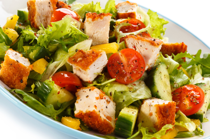 Ensalada de pollo y frutas
