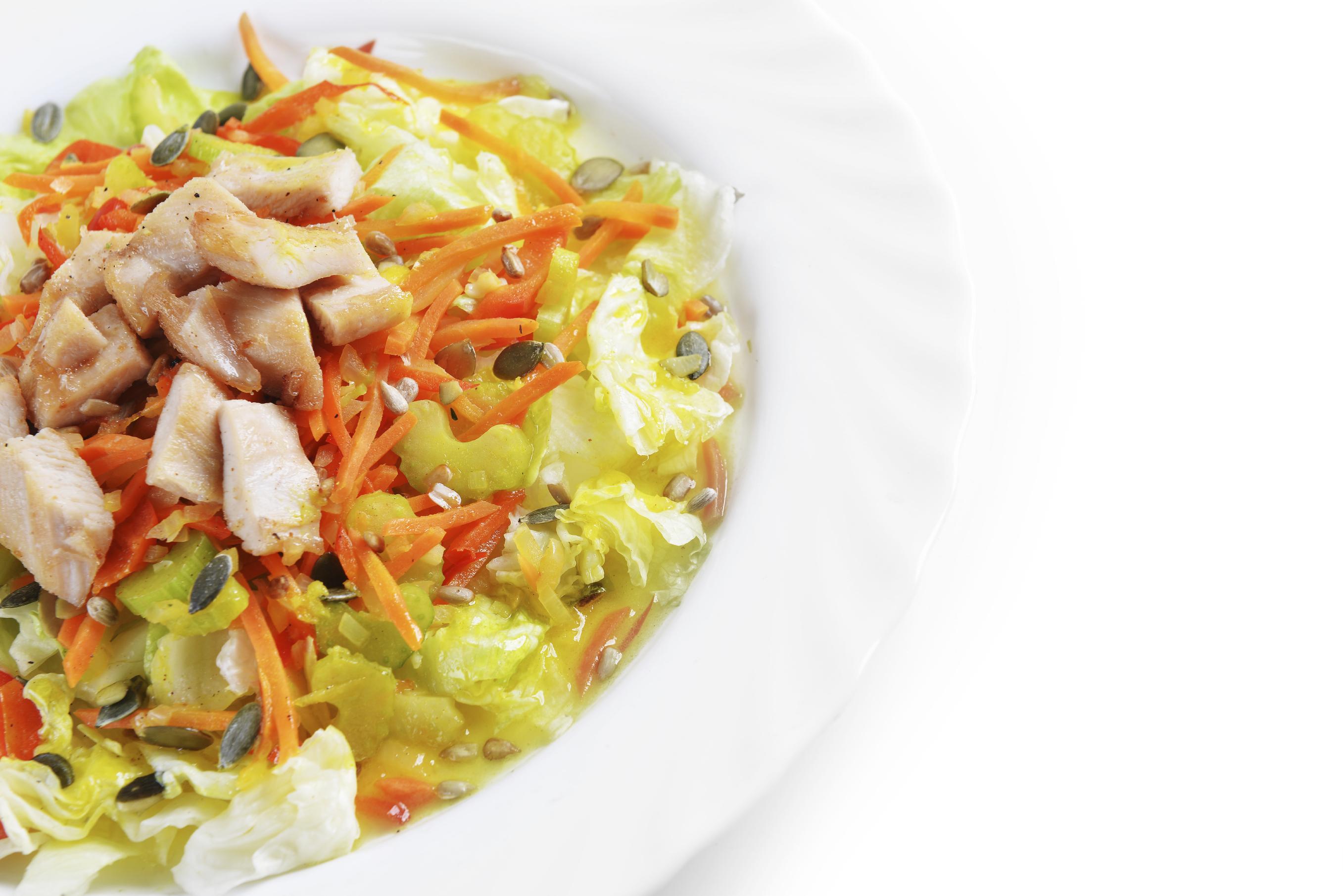Ensalada Fresca De Pollo Lechuga Y Zanahoria A Mi Manera Demos La Vuelta Al Dia Esta ensalada de zanahoria ha sido todo un descubrimiento para nosotros, parece mentira que tenga sólo cuatro ingredientes porque tiene un sabor impresionante. demos la vuelta al dia