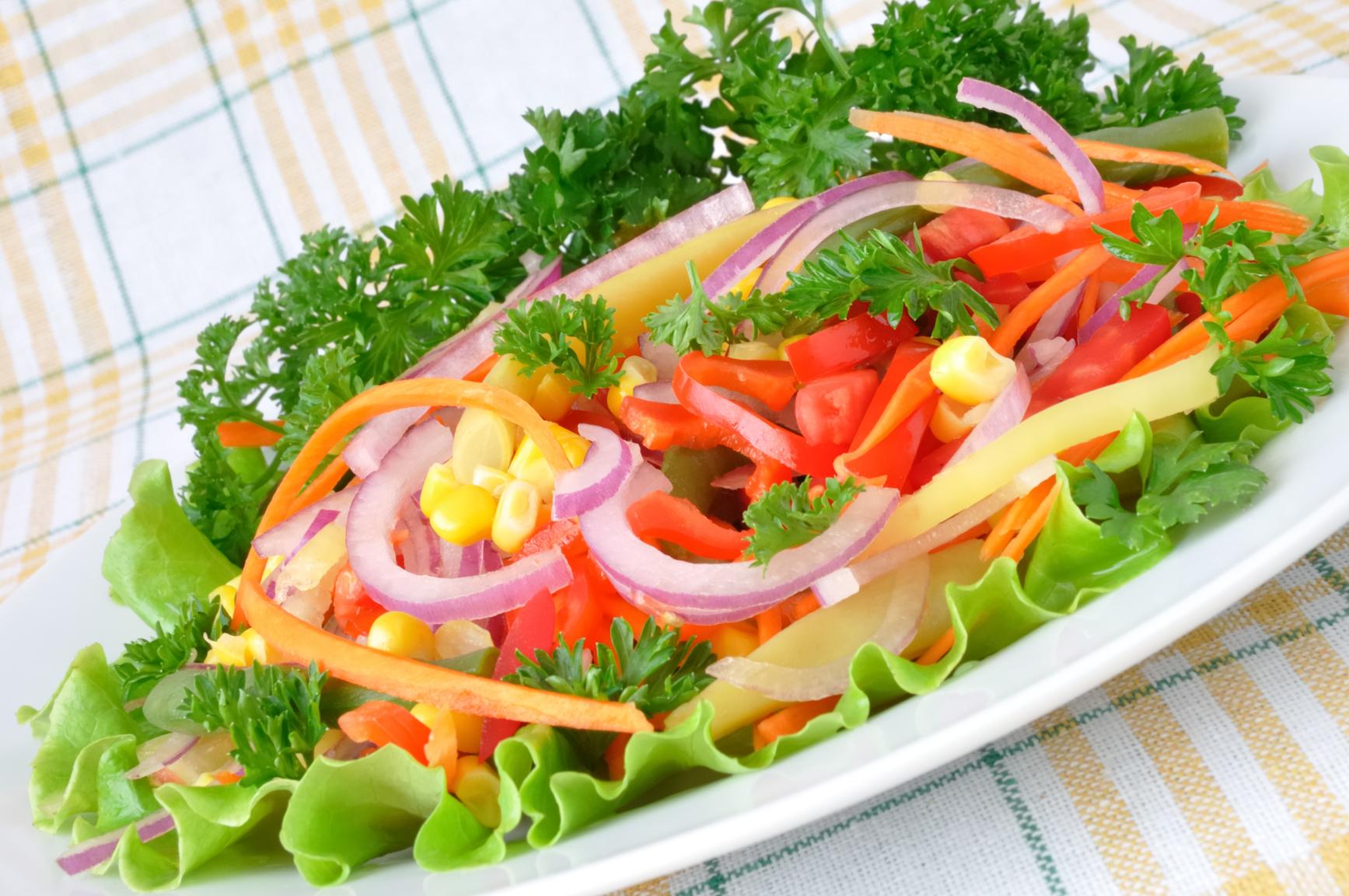 Receta Ensalada De Lechuga Tomate Zanahorias Y Choclo Demos La Vuelta Al Día