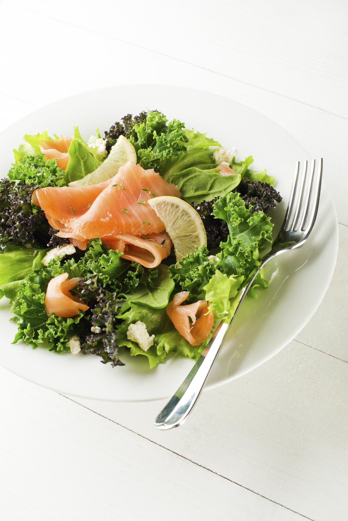 Ensalada con roquefort y salmón