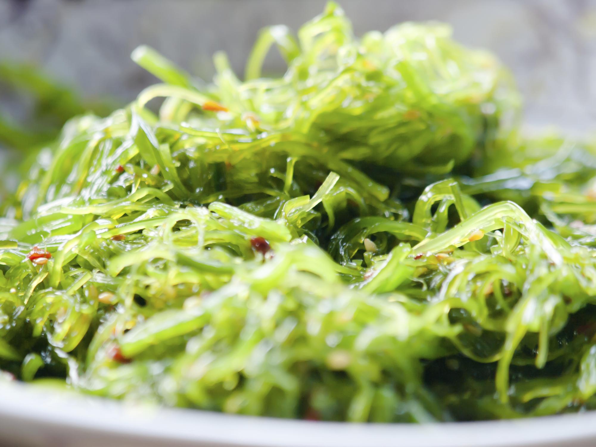Ensalada de wakame y nabo